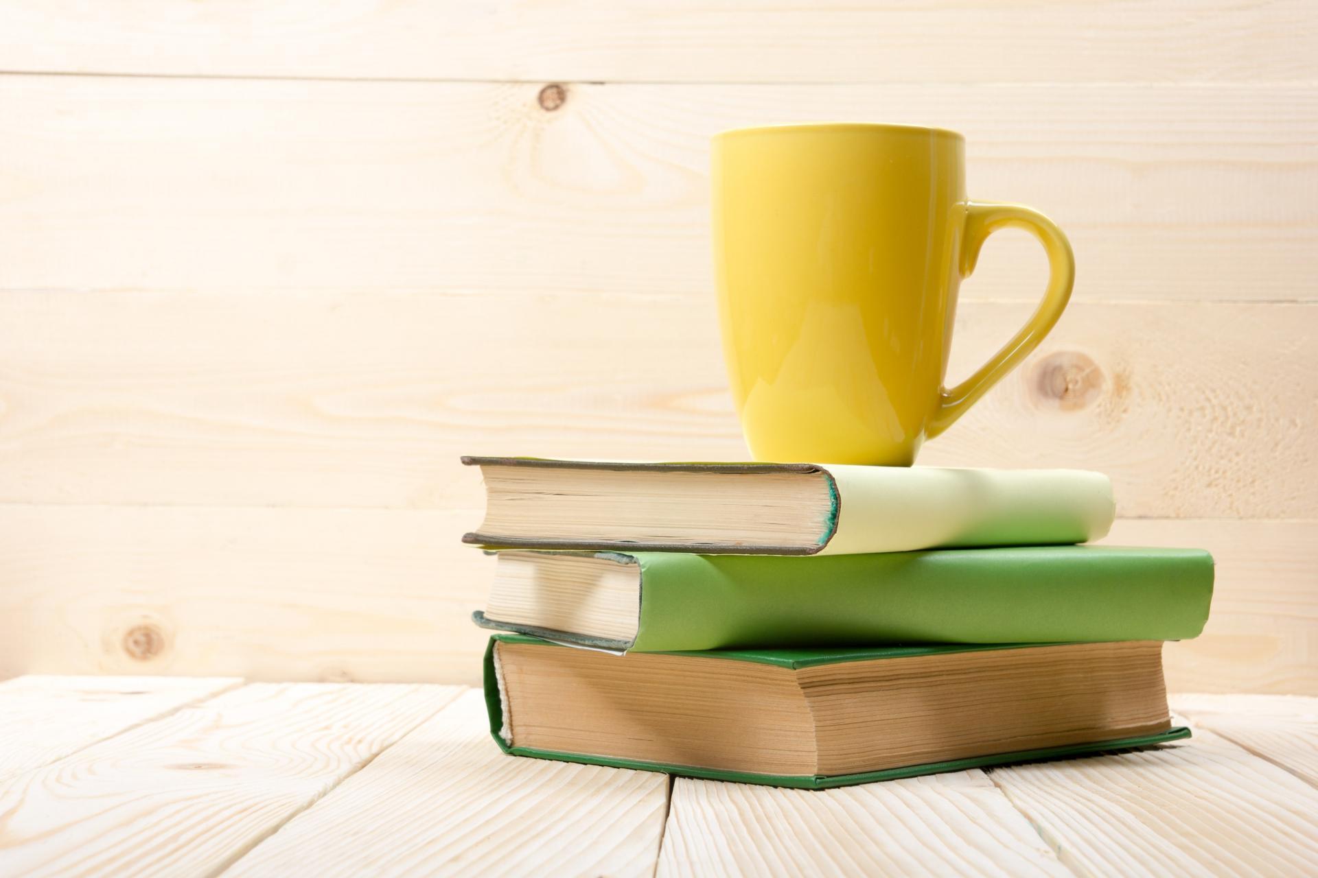 Bir Kahve, Üç Kitap